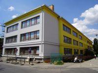 Základní škola  Poláčkova 1067 v Praze 4 má novou zateplenou fasádu